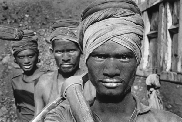 sebastiao-salgado-workers